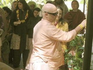 25-Srila Govinda Maharaj Disappearance Program in Soquel April 2012