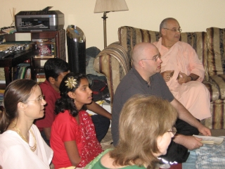 03-Guests listen to Sripad Janardan Maharaj