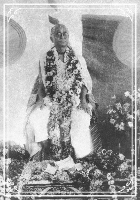 Bhagavan Srila Bhaktisiddhanta Saraswati Thakur with garlands