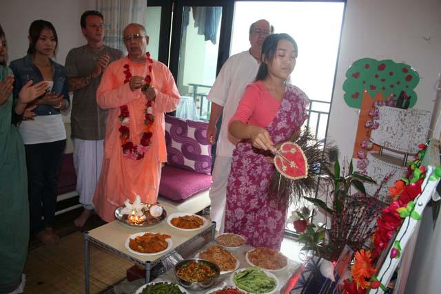06-Srila Janardan Maharaj in Chongqing, China