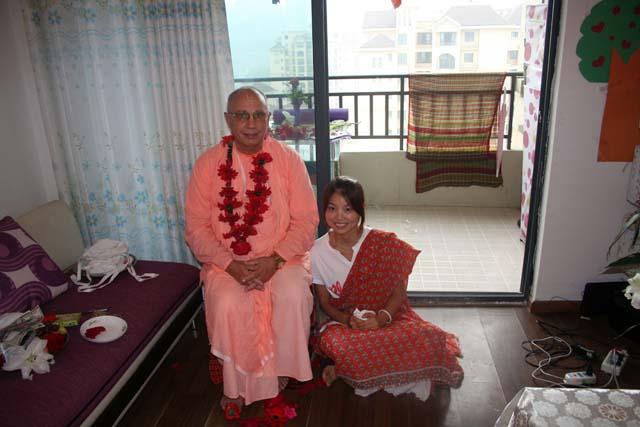 24-Srila Janardan Maharaj in Chongqing, China