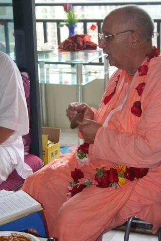 10-Srila Janardan Maharaj in Chongqing, China