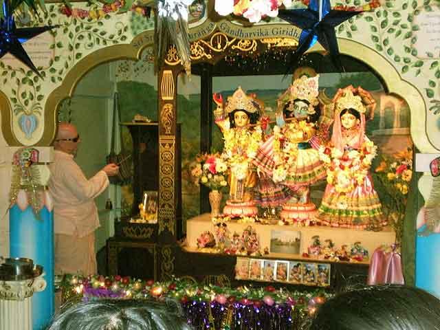 02-gaura-purnima-2012