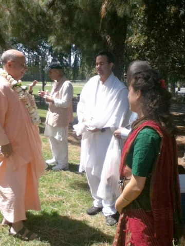 janmastami-ponderosa-park-04 Srila Janardan Maharaj with Jai Ram Prabhu and Vaidehi Devi Dasi. Ramananda Prabhu is in the background