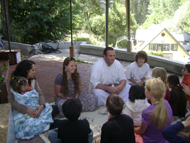 01-All the kids asked questions about the temple and Krishna Consciousness
