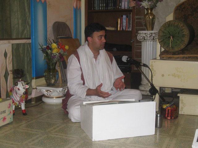 20-Jairam Prabhu reads to the kids for the evening class