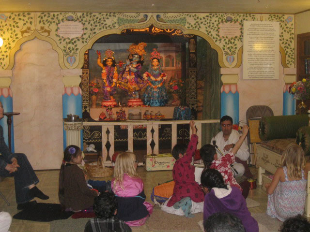 21-All glories to Their Lordships Sri Sri Guru Gauranga Gandharvika Giridharijiu!