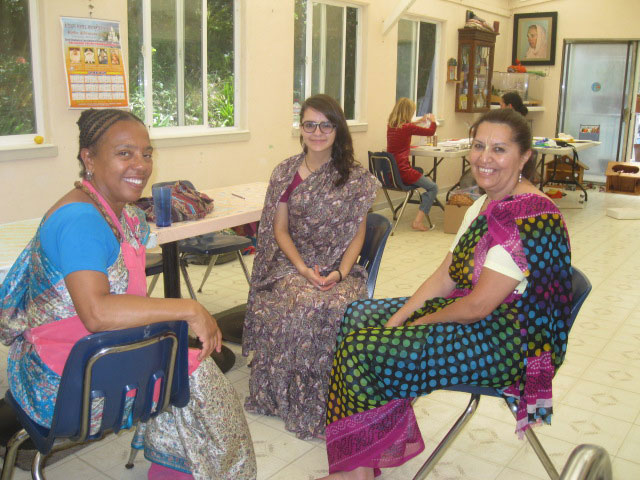 24-Divyashakti Didi with Bimala Didi and Revati Didi