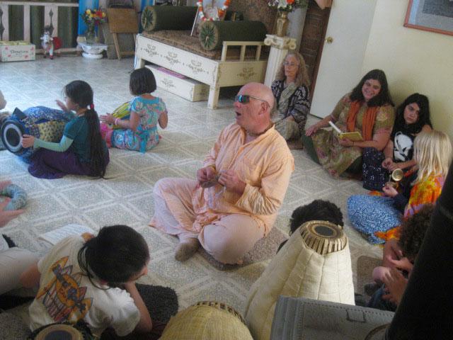 26-Ramai Prabhu Archa Niketan leads bhoga arotik