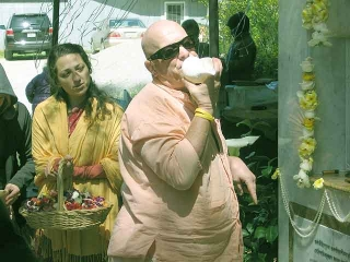 29-Srila Govinda Maharaj Disappearance Program in Soquel April 2012