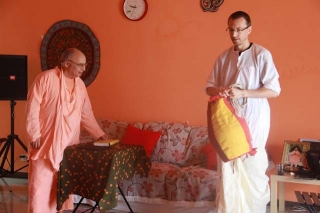 01-Srila Janardan Maharaj in Shenzhen, China