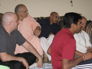 06-Bharat Chandra Prabhu, Parvat Maharaj and other guests