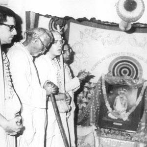 Om Vishnupad Srila Bhakti Rakshak Sridhar Dev-Goswami Maharaj-012