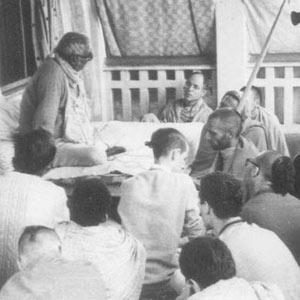 Om Vishnupad Srila Bhakti Rakshak Sridhar Dev-Goswami Maharaj-045