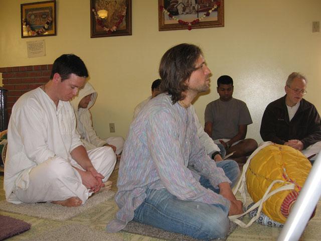 06-ashram-maharaj-sunday-feast