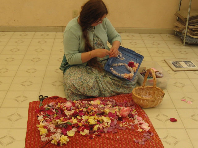 08-ashram-maharaj-sunday-feast