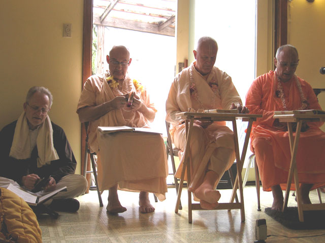 09-ashram-maharaj-sunday-feast
