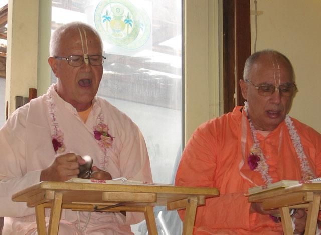 12-ashram-maharaj-sunday-feast