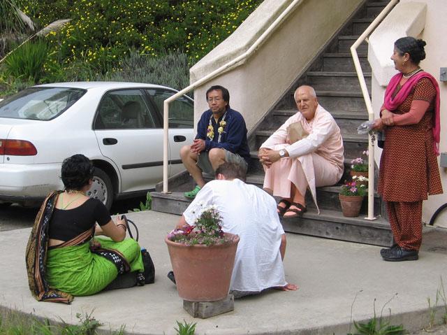 22-ashram-maharaj-sunday-feast