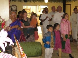 03-ashram-maharaj-sunday-feast