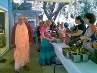 02-Thanksgiving at the Ashram