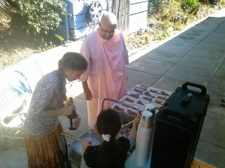 06-Thanksgiving at the Ashram