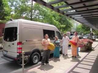 60-travelling-sankirtan-with-tyagi-maharaj.jpg